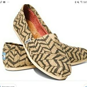 Toms classic natural zebra zag womans slip on